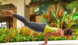 The right way, benefits, and precautions to do Mayurasana yoga
